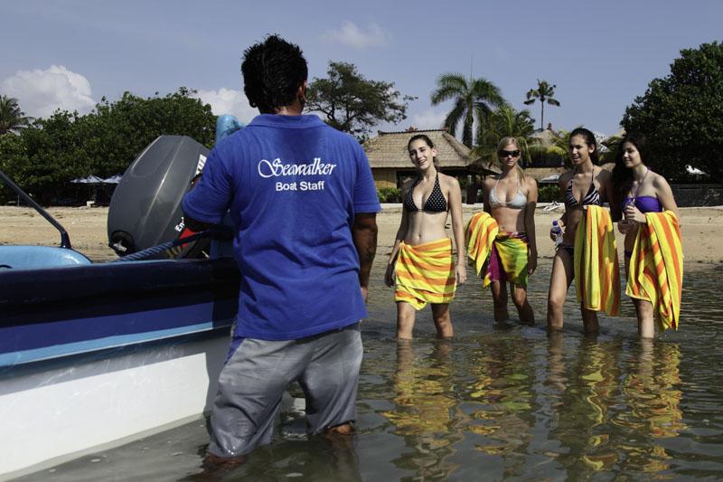 6. boat transfer to pontoon.jpg