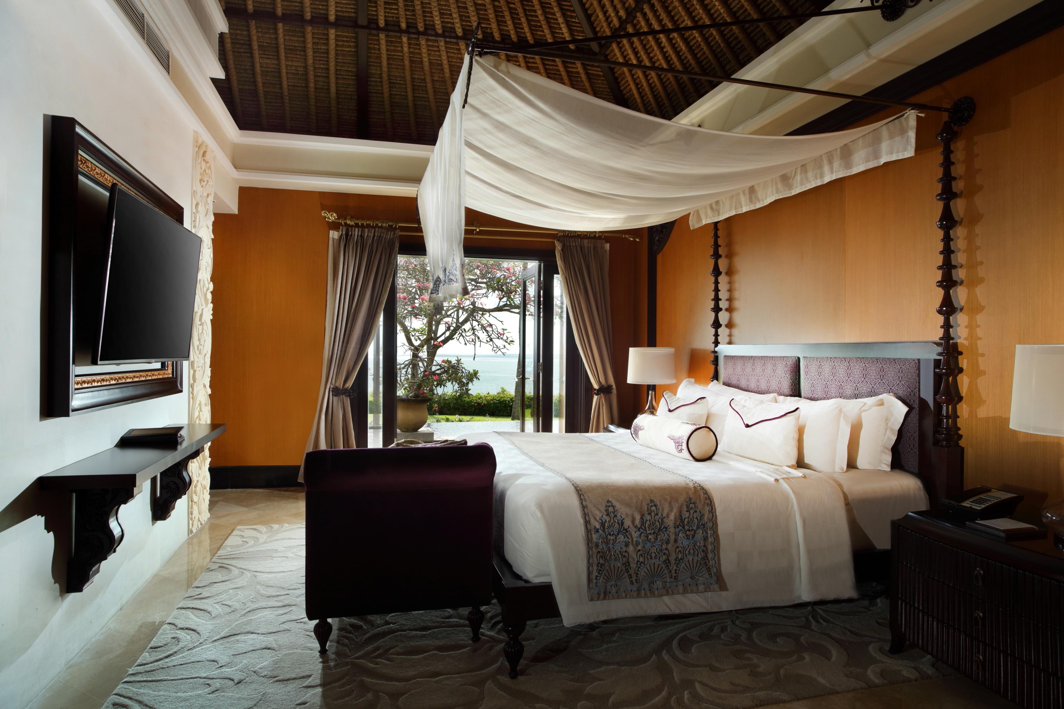 VAY RBW Brochure KAMIKI 2017 One Bedroom Ocean Front Villa - Master Bedroom.jpg