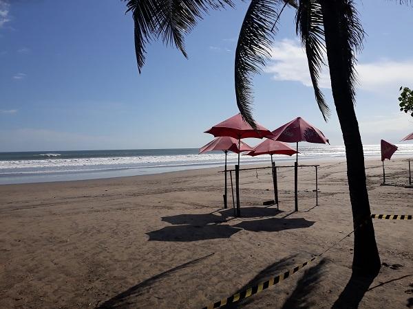 20200427_151712 アナンタラスミニャックから見たスミニャックビーチ2.jpg