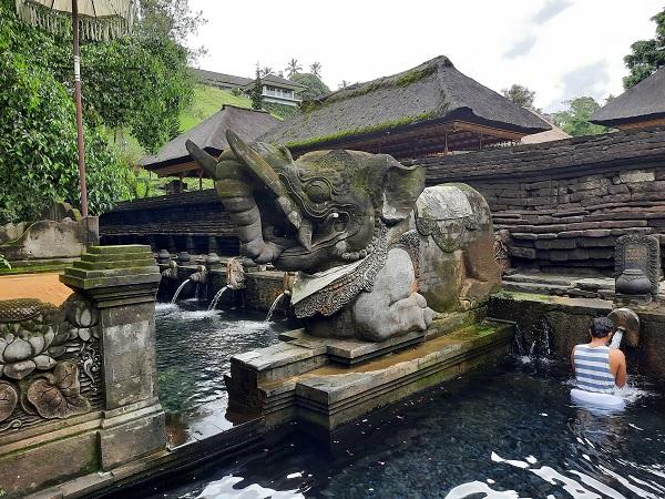 ティルタエンプル寺院11.jpg