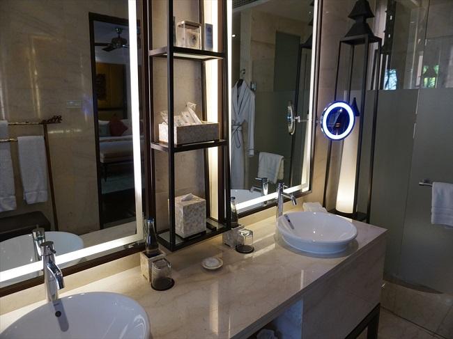 ザ・セントレジス バリ リゾート セントレジススイート 洗面台