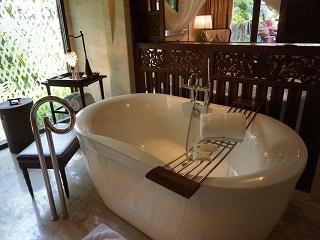 ザ・セントレジス バリ リゾート 1ベッドルームラグーンヴィラ バスルーム