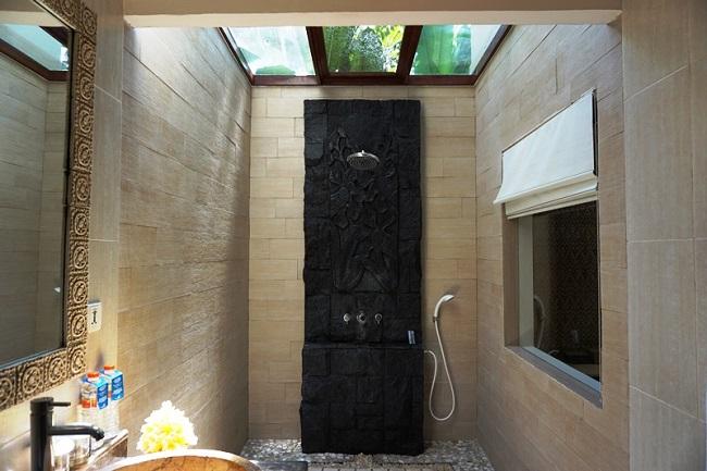 バリ・マンディラ・ビーチ・リゾート デラックスコテージ 明るいシャワー