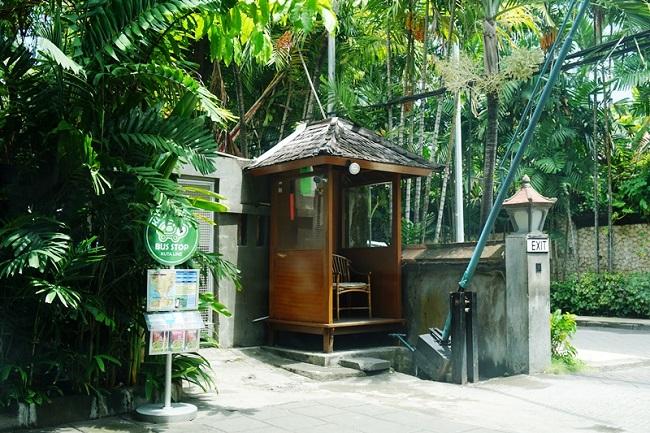バリ・マンディラ・ビーチ・リゾート クラクラのバス停