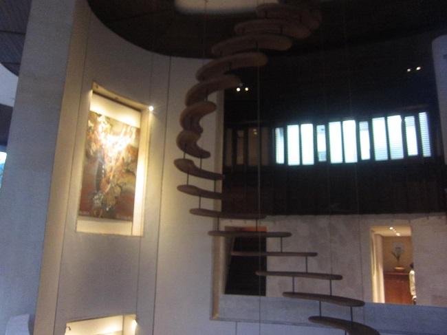 フォーシーズンズ リゾート バリ アット サヤン ロビーへの階段