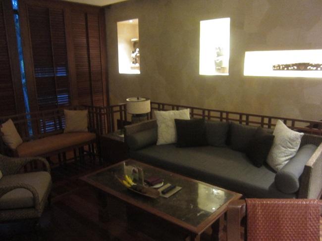 フォーシーズンズ リゾート バリ アット サヤン デュプレックススイート リビングルーム