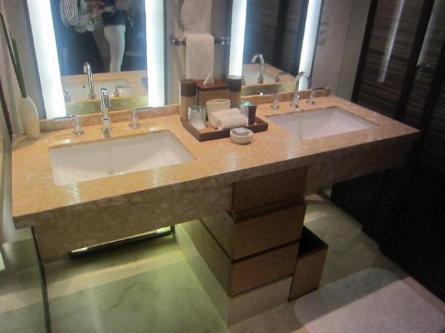 リッツカールトンバリ ジュニアスイートプールアクセス 洗面台