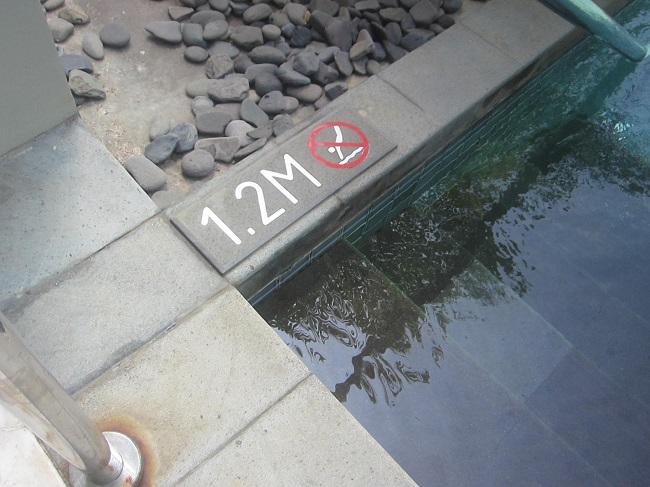 リッツカールトンバリ ジュニアスイートプールアクセス 水深