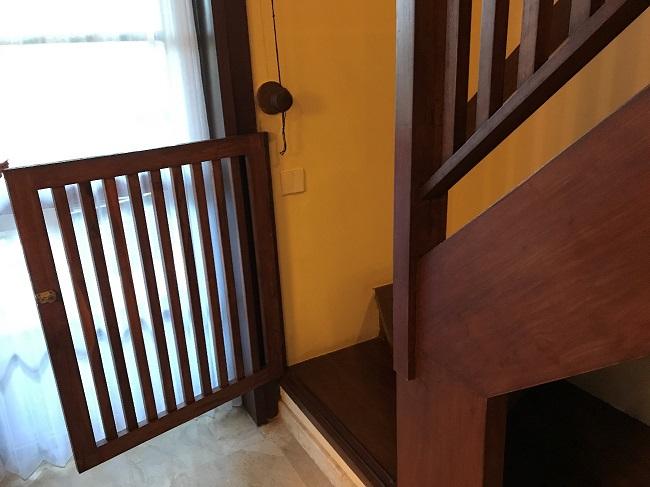 メリア・バリ ファミリールーム 階段の前の柵