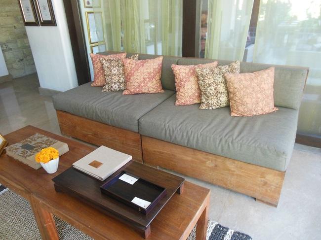 アラヤデダウンクタ ロビー センスの良い家具