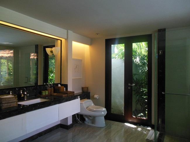 アラヤデダウンクタ プライベートプール付1ベッドルームヴィラ バスルーム