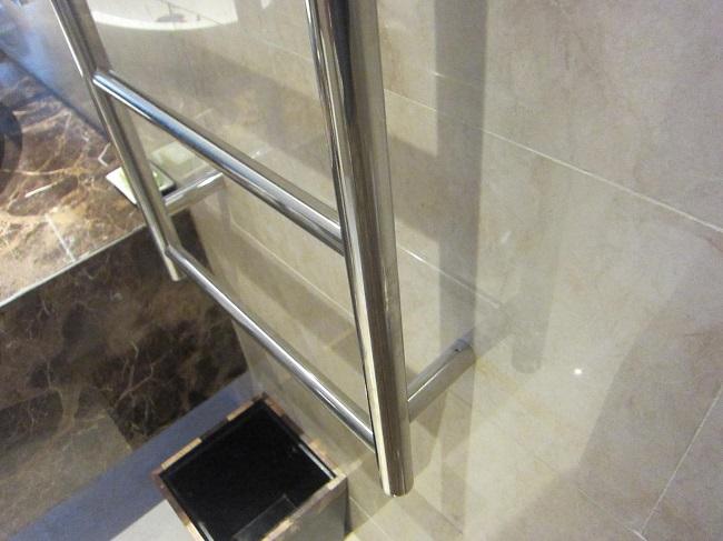 パドマリゾート ウブド プレミアルーム 金属製のはしご