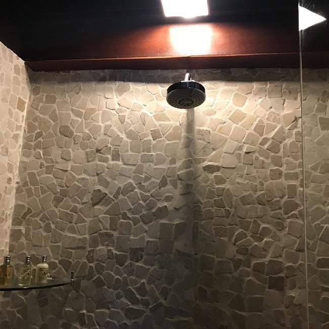クプクプバロンヴィラス&ツリースパ リバーフロントヴィラ シャワー