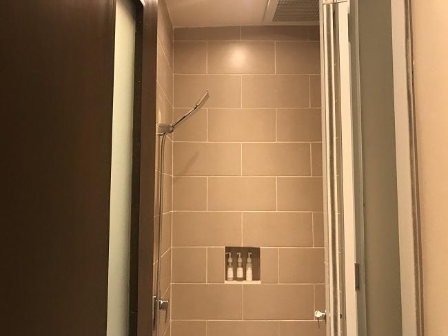 ヴィラ アイルバリ ブティック リゾート DAY LOUNGE シャワールーム