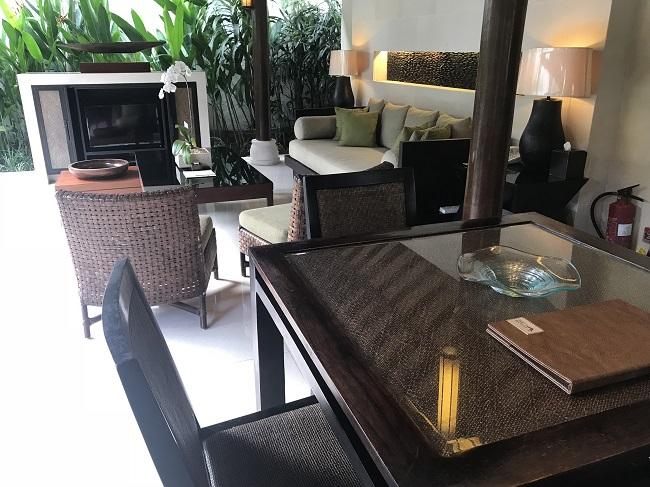 ヴィラ アイルバリ ブティック リゾート プライベートプール付き1ベッドルームヴィラ リビングルーム