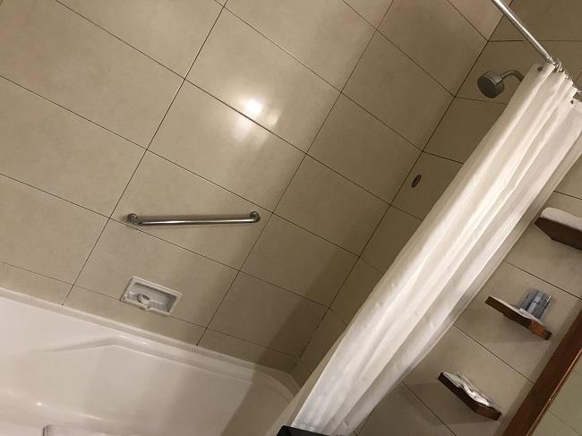 バリ・マンディラ・ビーチ・リゾート スーペリアルーム バスルーム