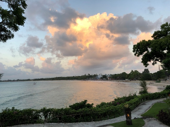 フォーシーズンズリゾートバリ アット ジンバランベイ 海