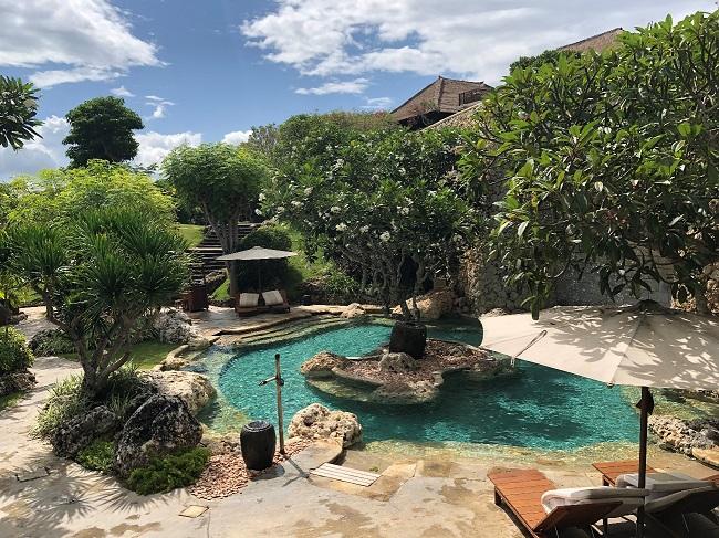 フォーシーズンズリゾートバリ アット ジンバランベイ 水深が浅いプール