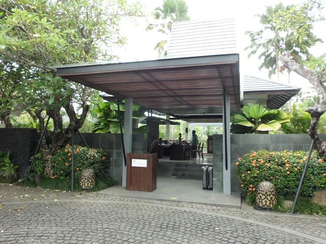ロイヤル カムエラ ヴィラス モンキーフォレスト ウブド リゾートの入り口