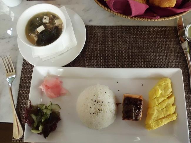 ロイヤル カムエラ ヴィラス モンキーフォレスト ウブド レストラン 朝食(和食)