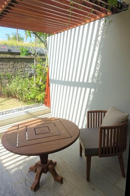 ハイアット リージェンシー バリ プレミアムルーム 椅子とテーブル