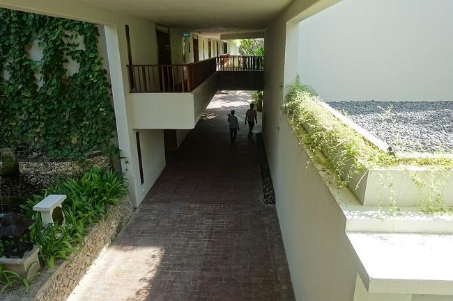 ハイアット リージェンシー バリ デラックスルーム フランジパニ棟に続く廊下