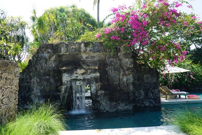 ハイアット リージェンシー バリ 石碑のトンネル