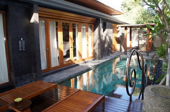 インディゴ スミニャック ビーチ 1ベッドルームプールヴィラ プライベートプール
