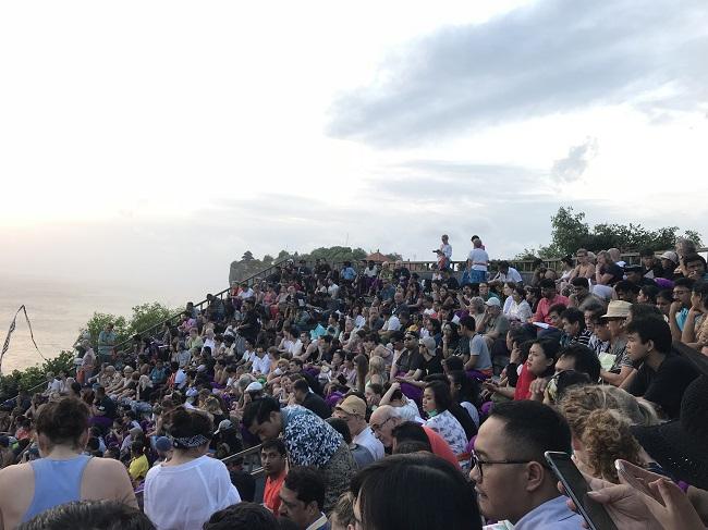 ケチャファイヤーダンス 公演間際の客席-1