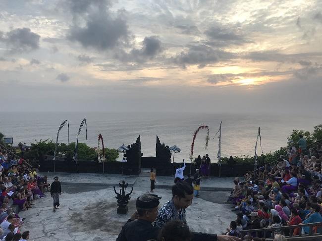 ケチャファイヤーダンス 公演間際の客席-3
