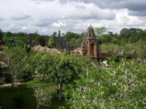タマンアユン寺院とタナロット寺院ツアー